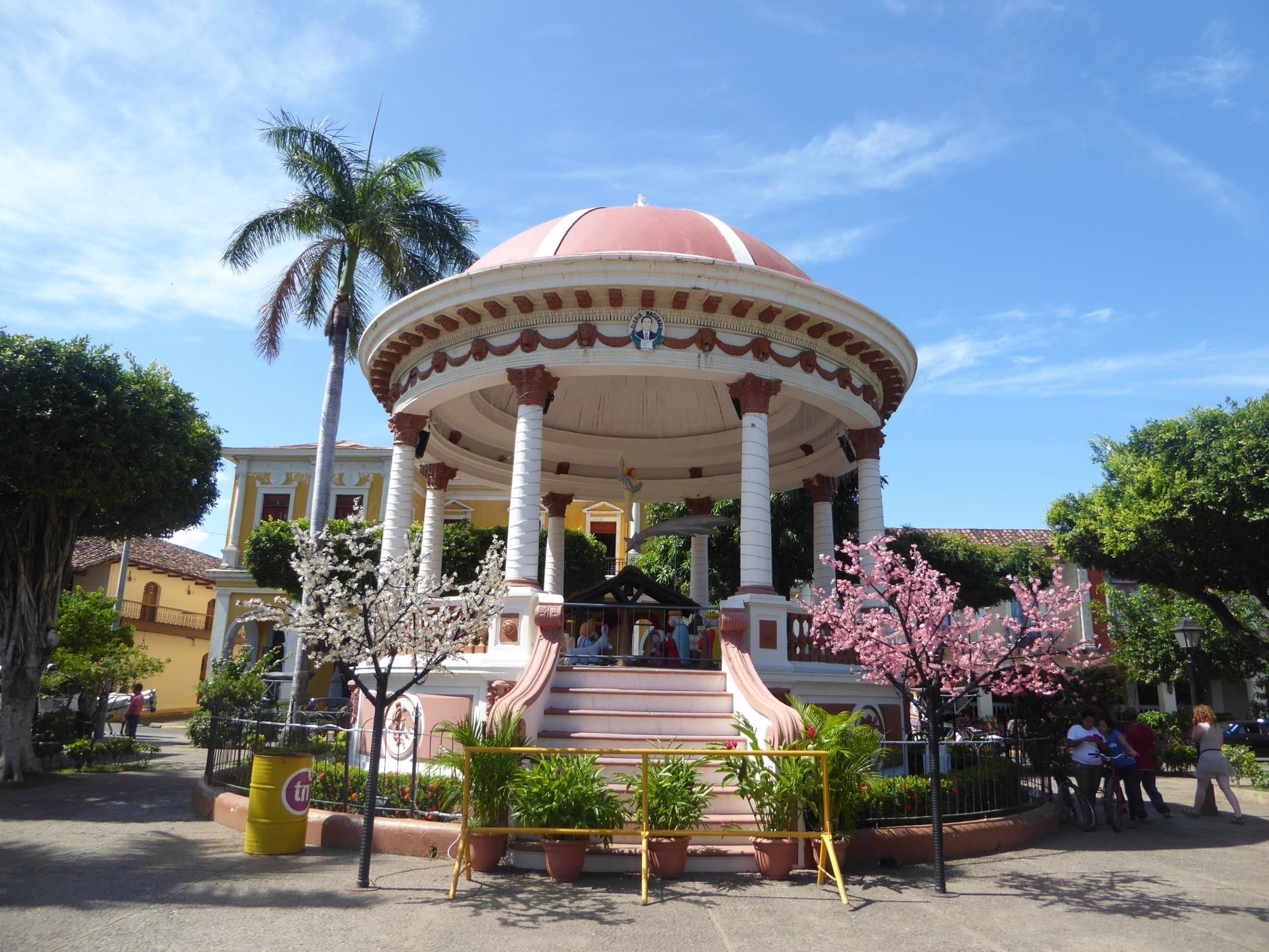 granada nicaragua church cathedral plaza